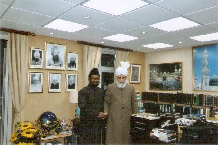 Maulana Khan's mulaqat with Huzoor (atbna)